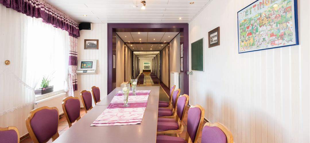 Hotel Restaurant Bergeshöhe - Ihr ***Hotel in Mettingen im Tecklenburger Land. Hochwertige moderne Zimmer, großer Saal (klimatisiert) mit Bühne bis 190 Personen, Kegelbahn und gut ausgestattete Tagungsräume sowie eine gutbürgerliche Küche.